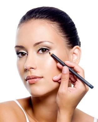 Cura di eruzione di acne della pelle di faccia