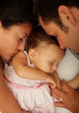 bambini-si-addormentano-nel-lettone