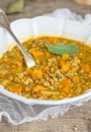 zuppa-farro-lenticchie-e-zucca