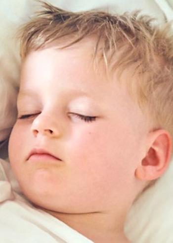 sudorazione-notturna-bambini-rimedi