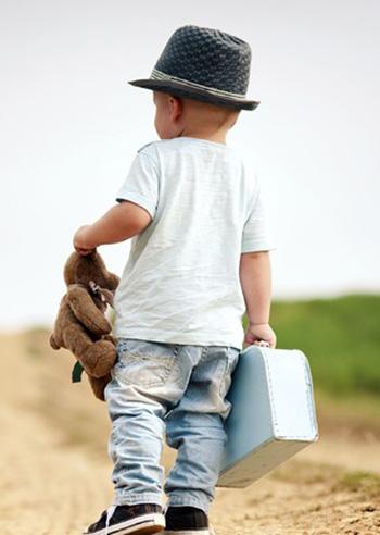 bambini-valigia-per-il-mare